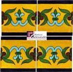 Azulejo Talavera modelo Guía Especial Mostaza plaza Azul en 10.5 x 10.5 cm, ideal para baños y cocinas mexicanas lo encuentras en Rústicos Artesanales visítanos en nuestra web www.rusticosartesanales.com