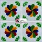 Azulejo Talavera modelo Rehilete en 10.5 x 10.5 cm, ideal para baños y cocinas mexicanas lo encuentras en Rústicos Artesanales visítanos en nuestra web www.rusticosartesanales.com
