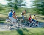 """Auch """"Radfamilien"""" machen gern eine Rastpause in der Aue"""
