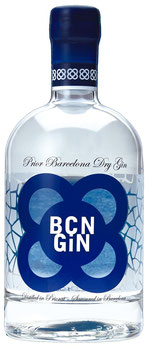 BCN Gin Flasche, durchsichtig mit blauem Logo, Mediterranean Dry Gin auf Tresterbasis mit den Botanicals Wacholder, Rosmarin, Fenchel, Pinien, Feige und Zitrone. Bottle of  BCN gin, with botanicals juniper, rosemary, fennel, pinesprouts, figs and lemon.