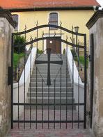 Blick vom Eingangstor