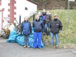 Vereinsmitglieder bei Müllsammelaktion 2016
