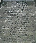 Kathedrale von Elgin, Grab südöstlich des Hauptschiffes: eine Familientragödie, die an einen Fluch erinnert. Zum vergößern klicken...