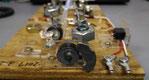 錘を先頭にすると、長点の振り子は強力磁石で、先頭部分だけ固定され、接点付近は自由に動く。