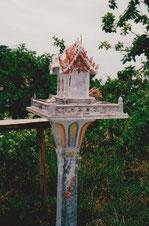 Hausschrein San Phra Phun im privaten Garten auf Koh Samui, Thailand