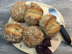 Schweizer Bürli Brötchen auf dem Zauberstein gebacken