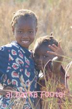 Spendenindee - Mädchen von Taayaki danken
