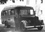 Bus der Deutschen Reichspost, wie er für die Sinti-Kinder und für Euthanasie-Opfer eingesetzt wurde, Wikimedia Commons, Lizenz: Creative Commons Attribution-Share Alike 3.0 Unported