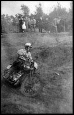 1953 Leo Ggijsen aan het werk in het Plantenboske.