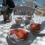 Pan con tomate in der Bar Flotante in Talamanca