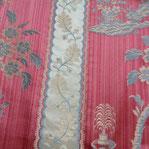 Tissus précieux des collections Patrimoine, les étoffes craquent sous la main