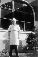 German Jewish refugee Erwin Eisfelder outside Cafe Louis