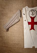 Les costumes ne possèdent pas de fermeture éclair mais des œillets cousus, des lacets et des boutons. © 7 et une Lieues