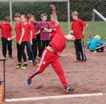 Auch die Kids sind wieder dabei: Jonas Fuhrmann bei seinem Fast-40-Meter-Wurf in Mayen