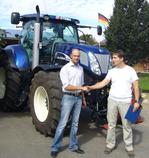 Marc Sitkewitz (re) mit Landwirt