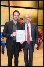 Hilde Zadek Gesangswettbewerb 2015 - Sonderpreis Schönberg Center überreicht durch Dr. Christian Meyer, TOBIAS GREENHALGH, BARITON (Foto: Fayer)