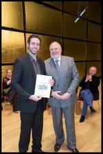 Hilde Zadek Gesangswettbewerb 2015 - Sonderpreis Lions Club Cochem überreicht von Karlheinz Kirch, TOBIAS GREENHALGH, BARITON (Foto: Fayer)