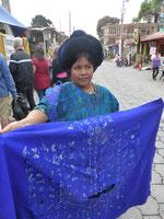 Lady in blue: Nein, wir brauchen keine blaue Tischdecke!