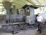 100-jährige Dampflok (mit Museumswärter)...