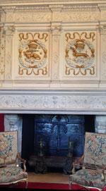 Im Salon Louis XIV. steht der herrliche Renaissancekamin mit Emblemen von Francois I. und Gemahlin Claude de France