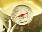 ⑧油を入れ170℃前後で安定させます。温度計を使うのが最大のコツ。