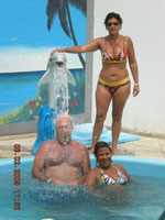 Marine e Gilda na bica, Elen com o golfinho !