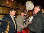 La bonne humeur de Guy Roux a la vente des vins de Beaune