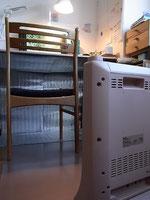 机の下の銀マットで暖かさを有効利用