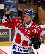 Jan von Arx (Davos) wurde zum 900. Spiel geehrt nach dem Spiel