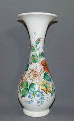 Biedermeier Glasvase, handbemalt,mundgeblasen,weisses Glas,Blumenmalerei, 30,7cm , € 145,00