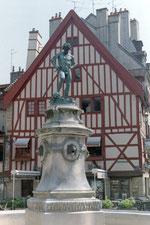 La place François Rude et sa fontaine