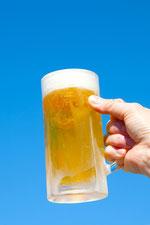 青空とビールを片手に2