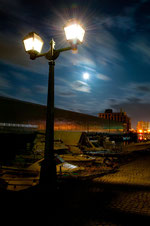 日本 北海道 小樽 Otaru gas lamp and the full moon