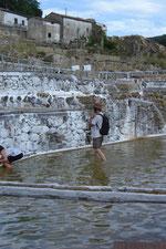 les visiteurs ont droit de faire trempette dans ce bassin d'eau  salée