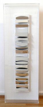 """Christian Megert, """"o.T."""", 1961, Rekonstruktion des zerstörten Bildes von 1961 aus 2011, Spiegelobjekt in Holzkasten hinter Plexi ca. 16 x 88 x 5 cm in Kasten > 112 x 39,5 x 11 cm"""