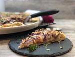 Käsekuchen mit Glühweinkirschen