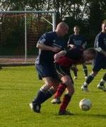 Sebastian (links) im Spiel gegen Priestewitz am 21.04.2011