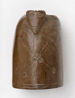 14th-century bone chess piece from Weoley Castle in Birmingham Museum. Image from BMAG on flickr reusable under Creative Commons licence Attribution-NonCommercial-ShareAlike 2.0