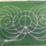 Blick von oben auf das Maislabyrinth mit Kreismotiv bei Oderding