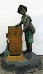 """Wasserhahn-Brunnen aus Bronze - """"Bub mit Hut"""""""