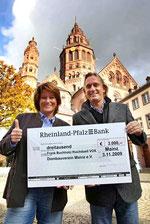 v.l.n.r.: Sabine Flegel und Sternekoch Frank Buchholz