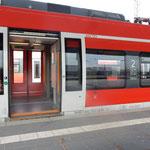 Foto zeigt barrierefreien Einstieg in S-Bahn nach Nürnberg