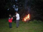 Johannisfeuer mit Feuersegnung in Oberlangau