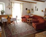 Sonnige Wohnküche mit Sitzecke