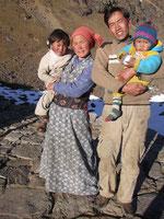 Onil, Anjali, Tassi et Pasang en 2005