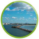 Einfahrt in den Hafen von Klaipėda – rechts die nördliche Spitze der Nehrung