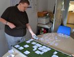 Am Wochenplan bastelt Gunnar Plettenberg für den Rothenberg (Sommer 2012)