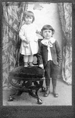 1913 год. Дедушка с сестрой.