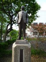 西村勝三の銅像