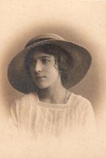 Раиса Брешко-Брешковская. Петроград, 1916 г.